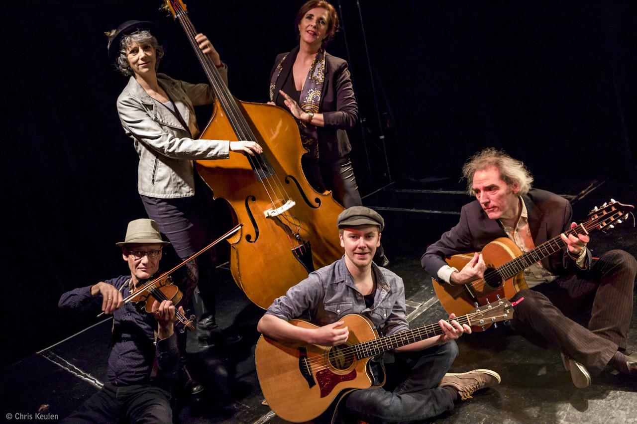 Netherlands, Maastricht, dec.2016 Anita Verdonk (voice), Andere Kok (violin), Jimmy Duchateau (guitar), Peter Verheijen (guitar), Josien Mennen (bass).. photo Chris Keulen